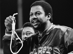 Dock Ellis displays the infamous noose he'd found on the Arlington Stadium field before Sunday's 3-2 win over the Brewers.